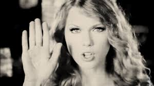 taylor swift hand up